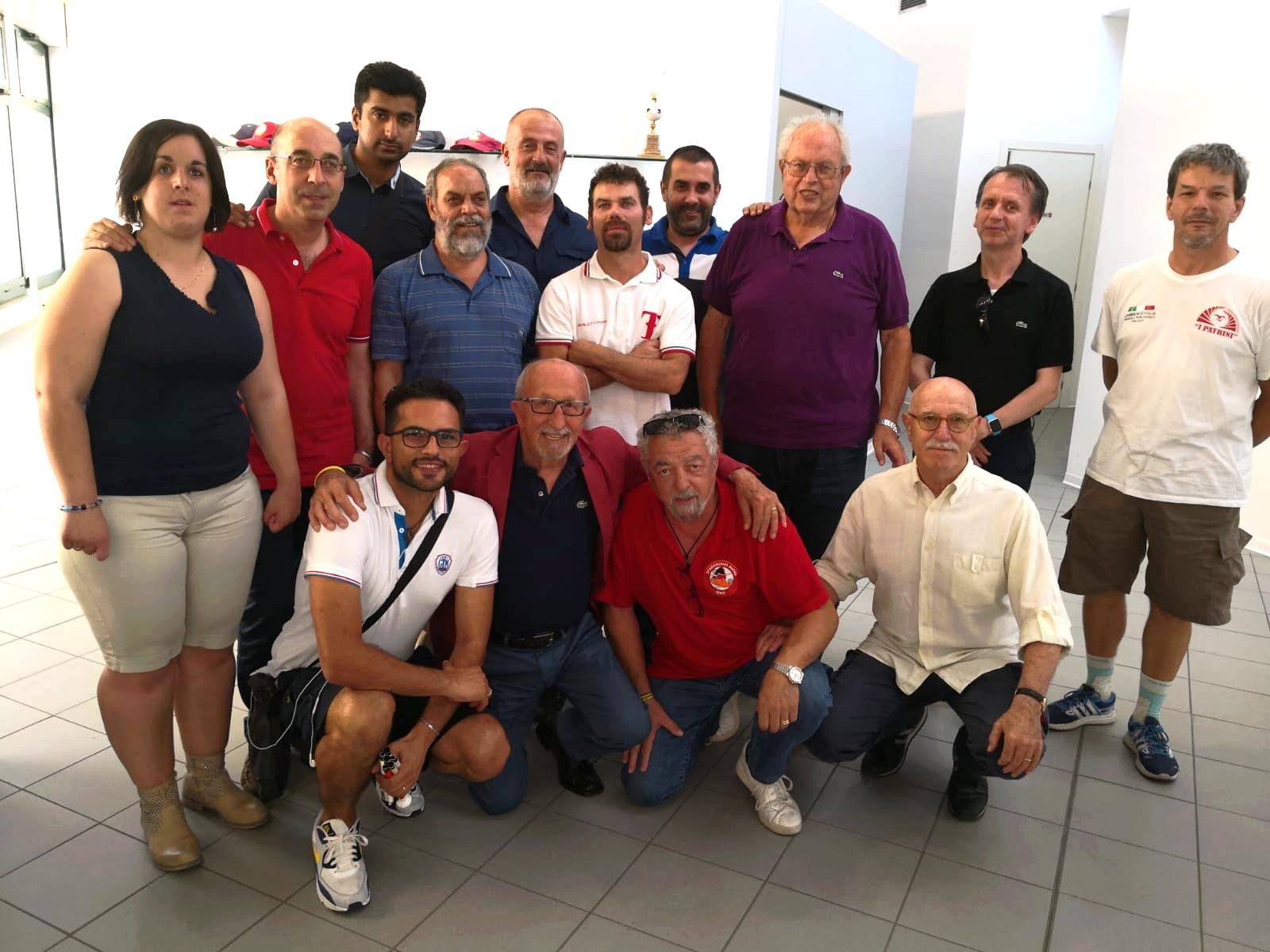 Nella foto gli 11 rappresentanti delle squadre con il presidente Alberto Mazzanti e il segretario Stefano Malaguti